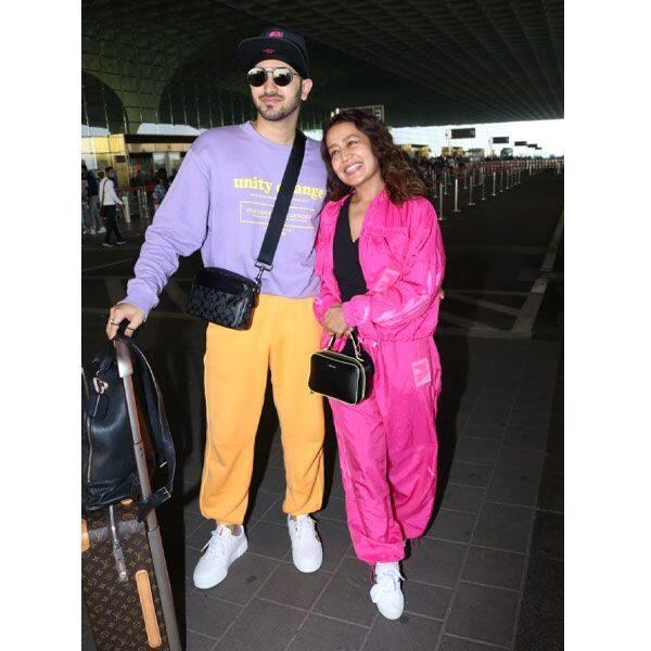 हाथों में हाथ डाले मुंबई एयरपोर्ट पहुंचा कपल