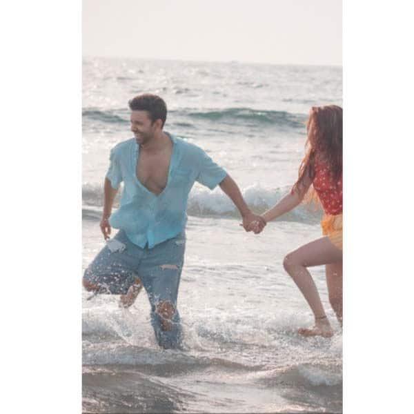 मिस्ट्री गर्ल के साथ समंदर में मस्ती करते दिखे आमिर अली (Aamir Ali)