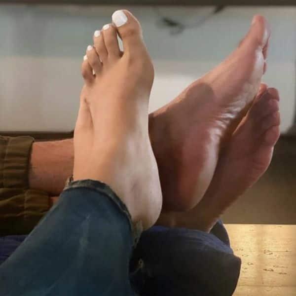 पैरों की फोटो की शेयर