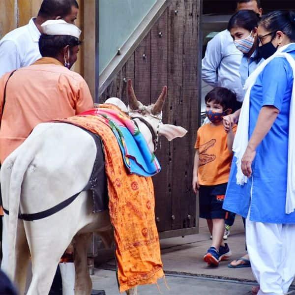 तैमूर को देखने के लिए लगी बच्चों की भीड़
