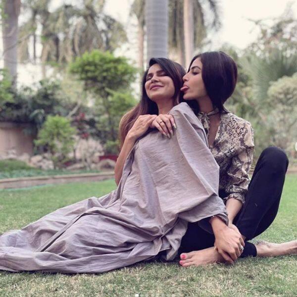 एक दूसरे की जानी दुश्मन रह चुकीं हैं मौनी रॉय (Mouni Roy) और आशका गोराडिया (Aashka Goradia)
