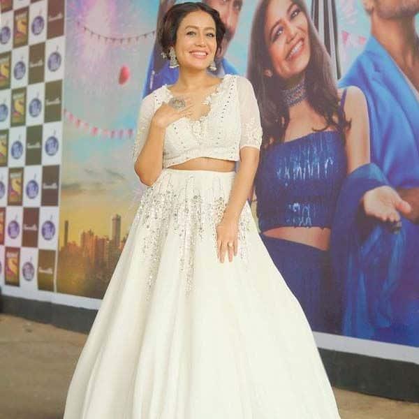 'इंडियन आइडल 12' (Indian Idol 12) से सुर्खियां बटोर रही हैं नेहा कक्कड़ (Neha Kakkar)