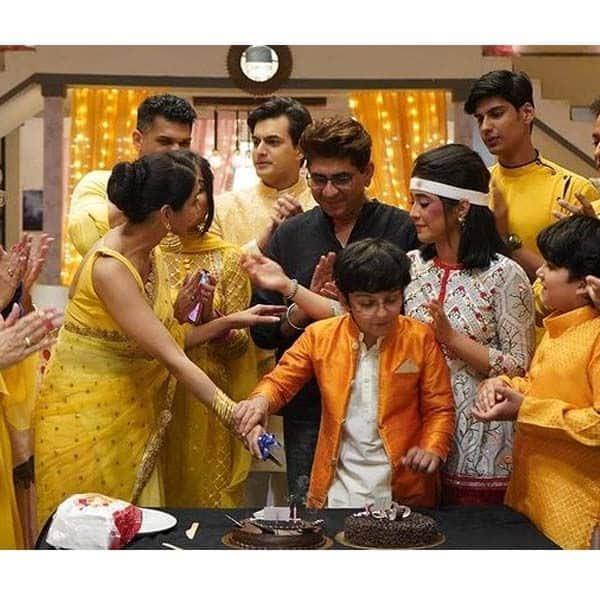 'ये रिश्ता...' के कैरव ने कटवाया सिमरन खन्ना (Simran Khanna) का केक