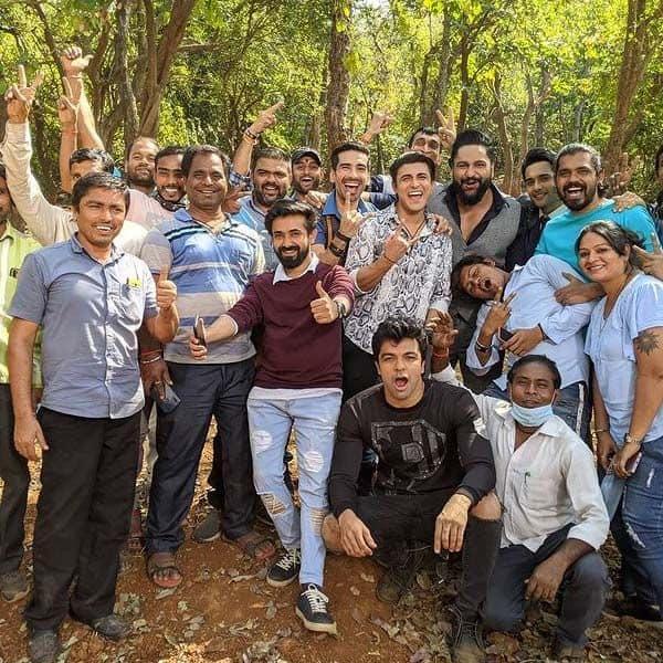 फिल्मसिटी में 'नागिन 5' के कलाकारों ने दिए खूब पोज