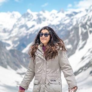 Nidhi Bhanushali ने एक साल पुरानी तस्वीरें शेयर करते हुए लिखा, 'दांत जमा देने वाली बर्फीली पहाड़ियों...'