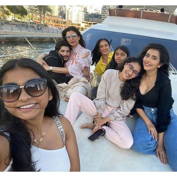 दुबई में परिवार संग गईं थी सुष्मिता सेन