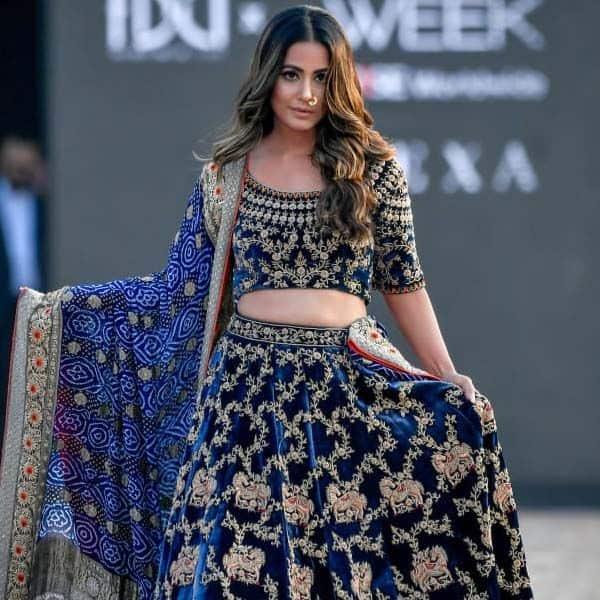 रैम्प वॉक करते समय जबरदस्त दिखा हिना खान (Hina Khan) का कॉन्फिडेंस