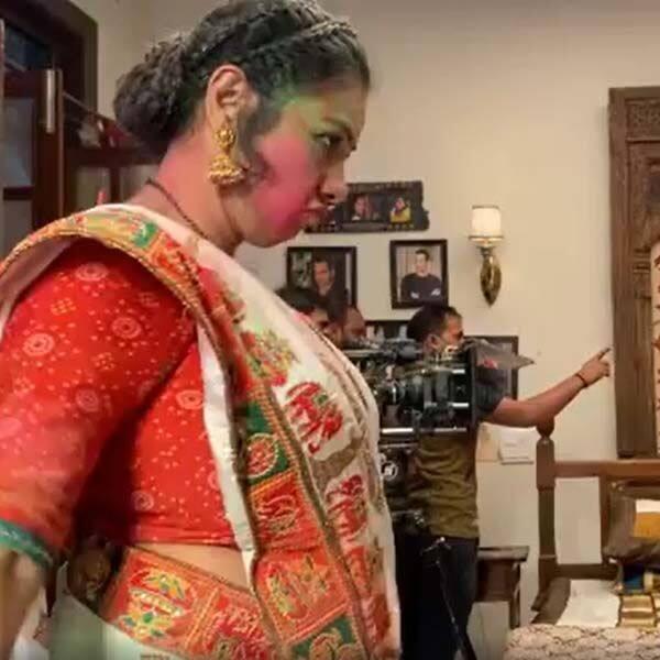 'अनुपमा' के होली स्पेशल एपिसोड की शूटिंग करते हुए रूपाली गांगुली (Rupali Ganguly) ने की मस्ती