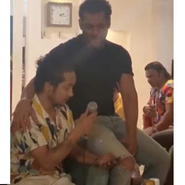 वायरल हो रहा है सलमान खान (Salman Khan) और पवनदीप राजन का ये वीडियो