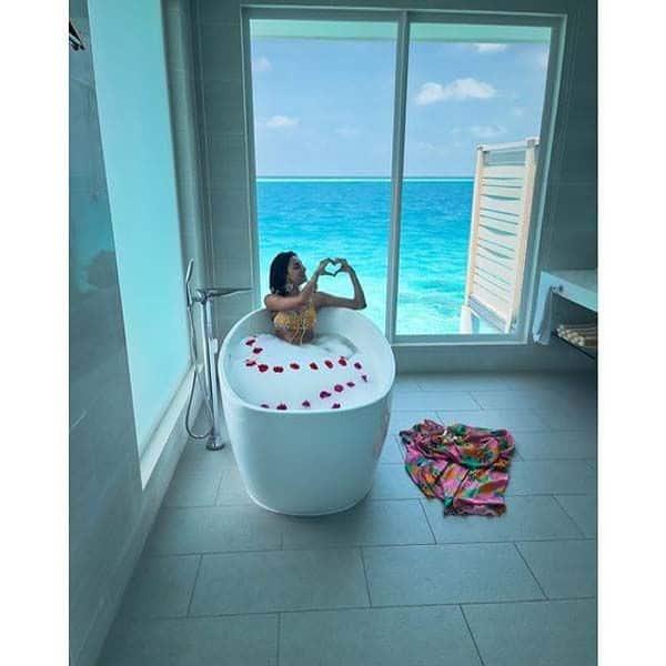 बाथटब में नहाईं 'कसौटी जिंदगी के 2' (Kasautii Zindagii Kay 2) एक्ट्रेस एरिका फर्नांडिस (Erica Fernandes)