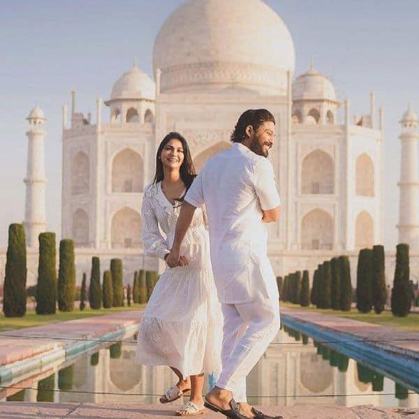 ताजमहल में मनाई शादी की 10वीं सालगिरह