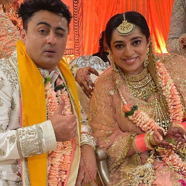 पति बिनॉय गांधी के साथ क्लिक कराई फोटो