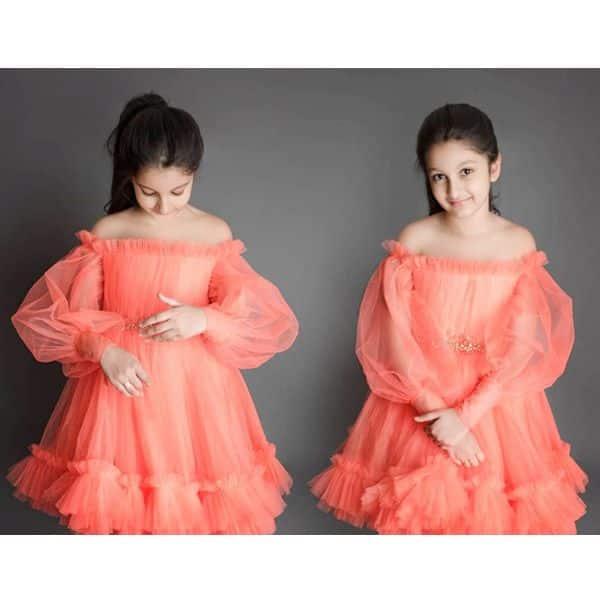 ऑरेंज कलर की ड्रेस में बार्बी डॉल लगी सितारा घट्टामनेनी
