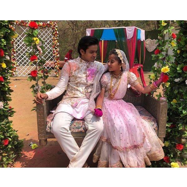 शादी के बाद पहली होली मना रहे हैं बोंदिता (Aura Bhatnagar) और अनिरुद्ध (Pravisht Mishra)