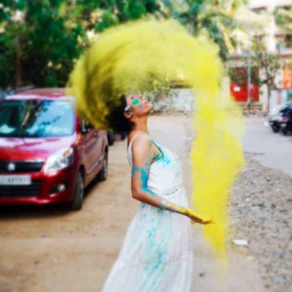 दीपिका सिंह (Deepika Singh) के बालों में भरा रंग