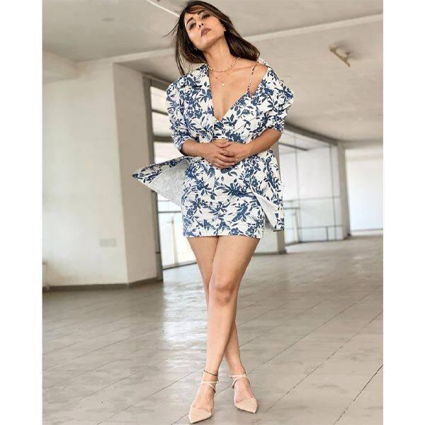 परफेक्ट एब्स के लिए जिम में पसीना बहाती हैं हिना खान (Hina Khan)