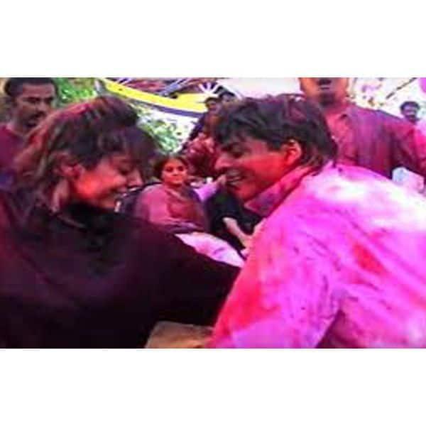 होली पर शाहरुख खान भी लगाते हैं चार चांद