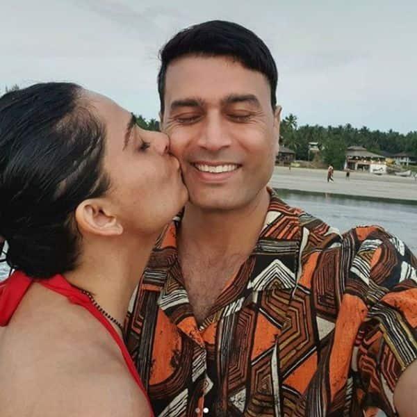 पति पर प्यार बरसाती दिखीं रूही चतुर्वेदी (Ruhi Chaturvedi)