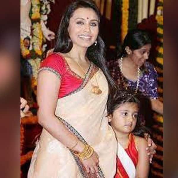 दुर्गा पूजा पर अपनी बेटी के साथ मंदिर जाती हैं रानी मुखर्जी (Rani Mukherjee)