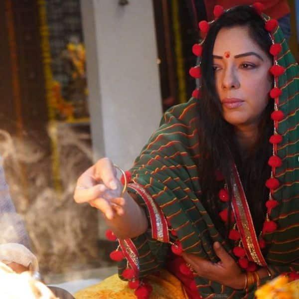 पूजा करती दिखीं रुपाली गांगुली (Rupali Ganguly)