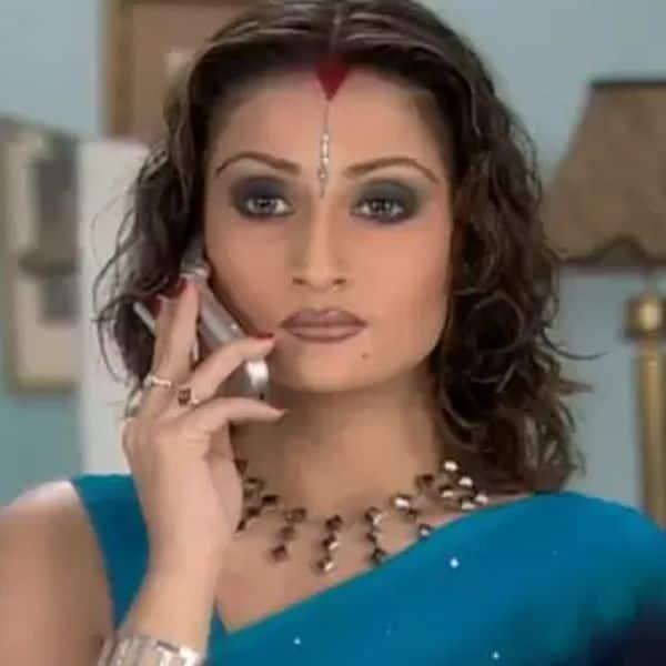 Urvashi Dholakia as Komolika