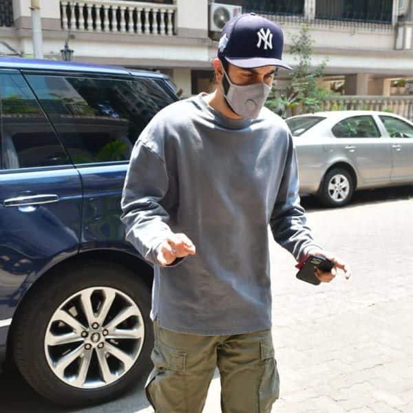 Ranbir Kapoor का पैर पड़ा गड्ढे में
