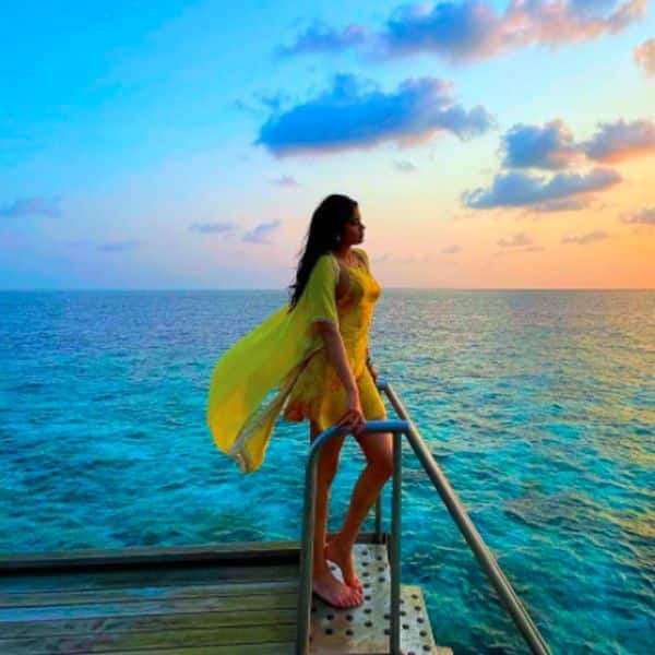 Janhvi Kapoor chilling by the sea
