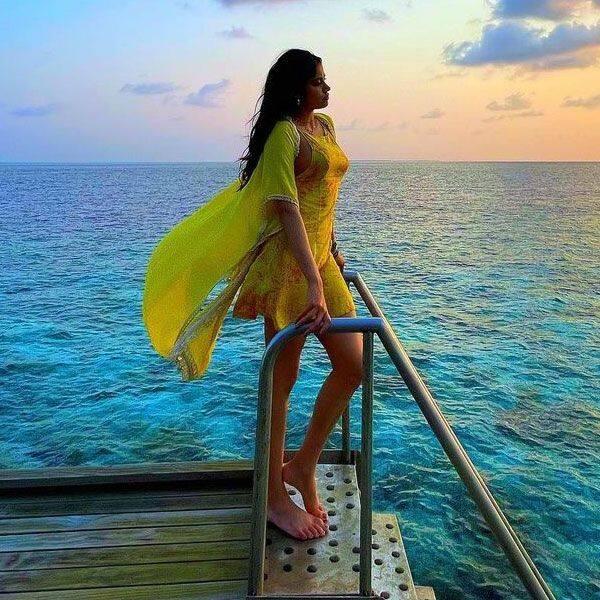 मालदीव में एन्जॉय करने पहुंचीं जाह्नवी कपूर