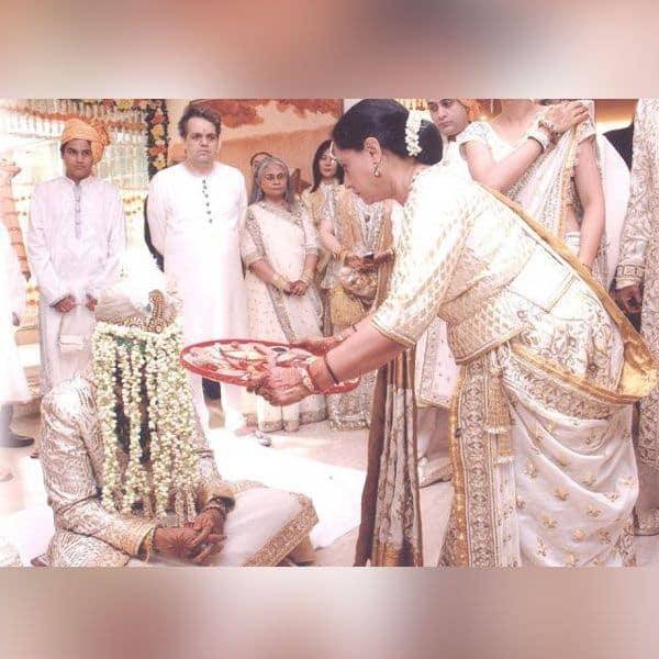 शादी के दिन बेटे की ऐसे की थी आरती