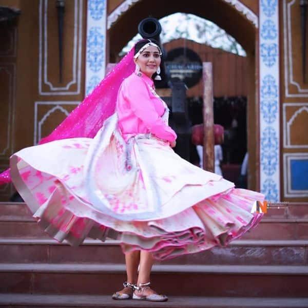 Sapna Choudhary ने हरियाणवी ड्रेस में मचाया तहलका
