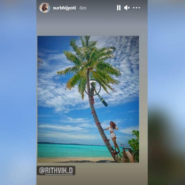 नारियल के पेड़ पर पोज देती दिखीं सुरभि ज्योति (Surbhi Jyoti)