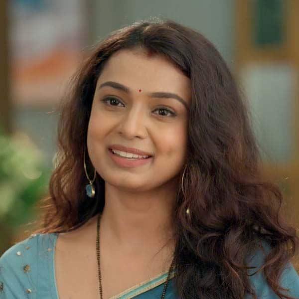 मालिनी (Mayuri Deshmukh) खुद इमली (Sumbul Touqueer Khan) को देगी अपनी साड़ी