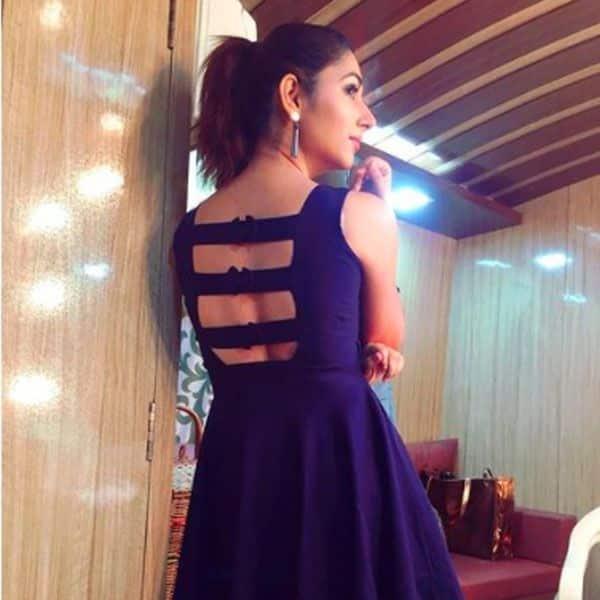 डेनिम ड्रेस को फ्लॉन्ट कर चुकी हैं दिशा परमार (Disha Parmar)