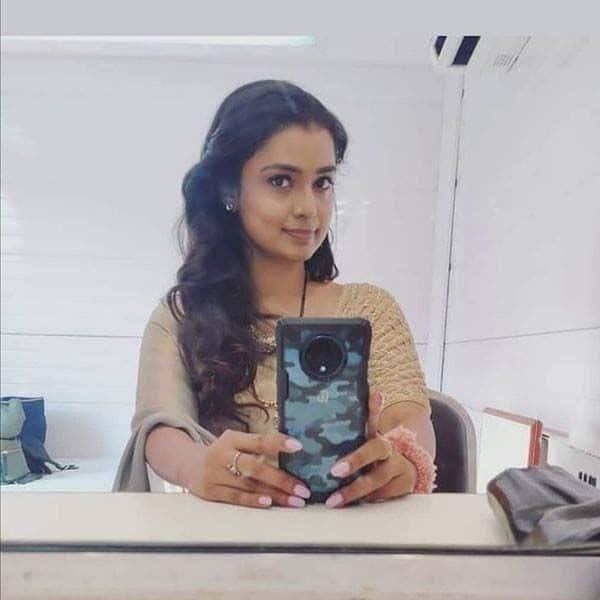 'इमली' के सेट पर सेल्फी क्लिक करती दिखी मयूरी देशमुख (Mayuri Deshmukh)