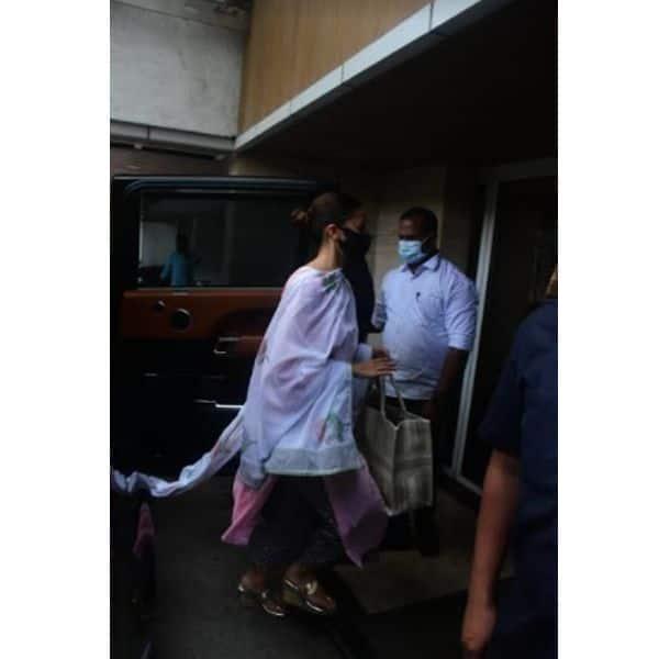 आलिया भट्ट (Alia Bhatt) भी पहुंचीं रणबीर कपूर (Ranbir Kapoor) के साथ