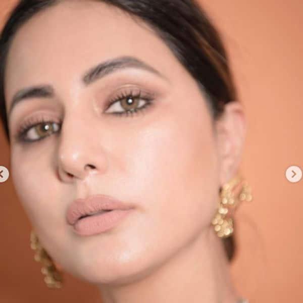 हिना खान (Hina Khan) के चेहरे से गायब हो चुकी हैं हंसी
