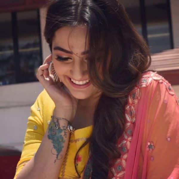 समर (Paras Kalnawat) को देखकर शरमा जाएगी नंदिनी (Anagha Bhosale)