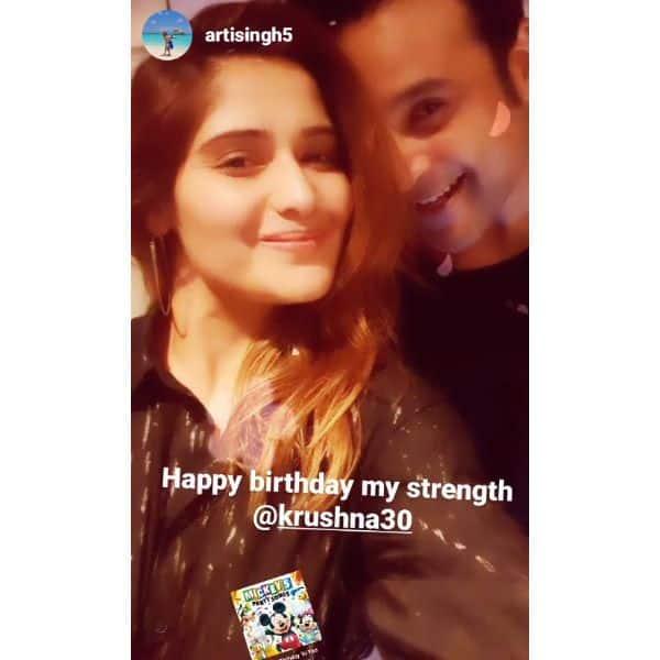 आरती सिंह (Arti Singh) ने दिए बर्थडे बॉय कृष्णा अभिषेक (Krushna Abhishek) के साथ पोज