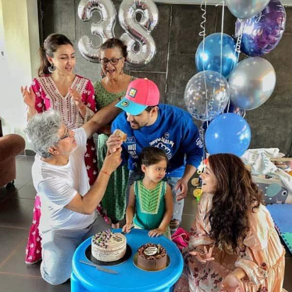 परिवार संग खुश दिखें कुणाल खेमू (Kunal Khemmu)