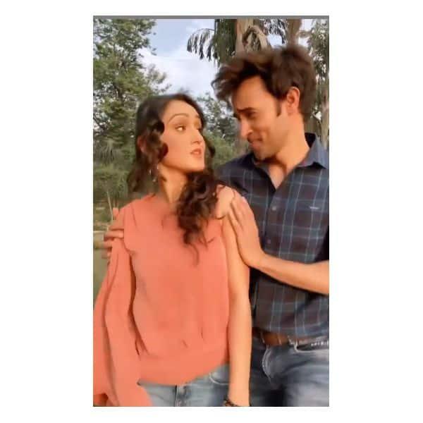 करण शर्मा (Karan Sharma) के साथ खूब मस्ती करती हैं तान्या शर्मा (Tanya Sharma)
