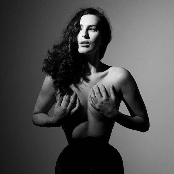 Rumer Willis' topless photoshoot