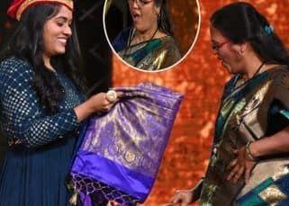 Indian Idol 12: म्यूजियंशस से मिले पैसे जोड़कर Sayli Kamble ने मां के लिए खरीदी साड़ी, गिफ्ट देखकर सबके सामने इमोशनल हो गईं मां