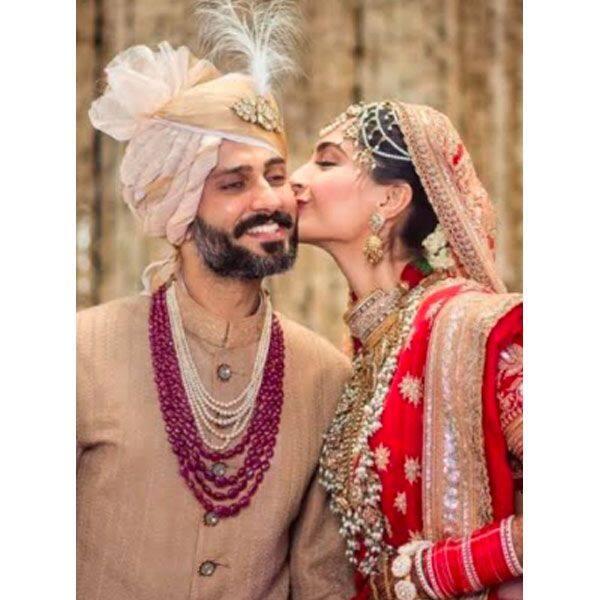 पूरे रस्मों-रिवाज से हुई थी सोनम कपूर की शादी