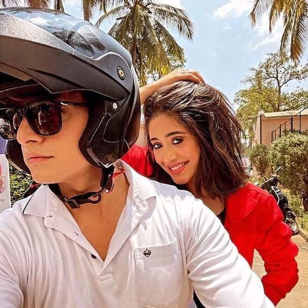 मोहसिन खान के साथ बाइक राइड पर निकलीं शिवांगी जोशी (Shivangi Joshi)
