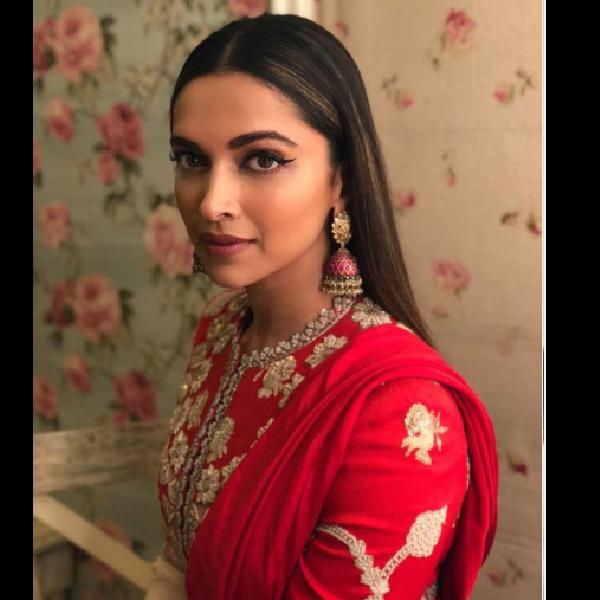 'Eye' catchy Deepika Padukone