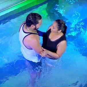 Sarak Jata Sadi Raja Ji Song: रिलीज हुआ Rani Chatterjee का नया भोजपुरी गाना, ब्लैक मोनोकिनी पहन लगाई स्विमिंग पूल में डुबकी (VIDEO)