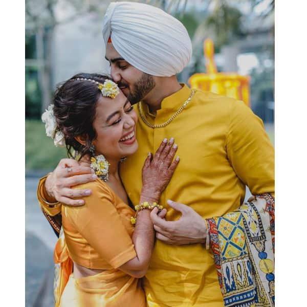 सोशल मीडिया पर हंगामा मचा चुकी हैं नेहा कक्कड़ (Neha Kakkar) और रोहनप्रीत सिंह (Rohanpreet Singh) की रोमांटिक तस्वीरें