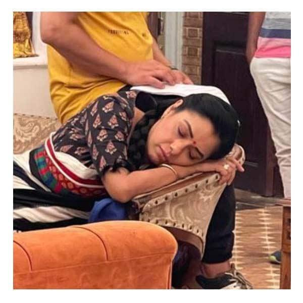 रूपाली गांगुली (Rupali Ganguly) को इग्नोर करती है बाकी स्टारकास्ट?