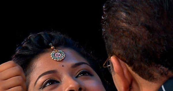 Arunita Kanjilal gets a sweet treat from guests Abhijeet Bhattacharya and Udit Narayan — view pics