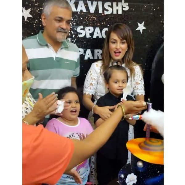 निशा रावल (Nisha Rawal) के साथ काविश ने काटा जन्मदिन का केक